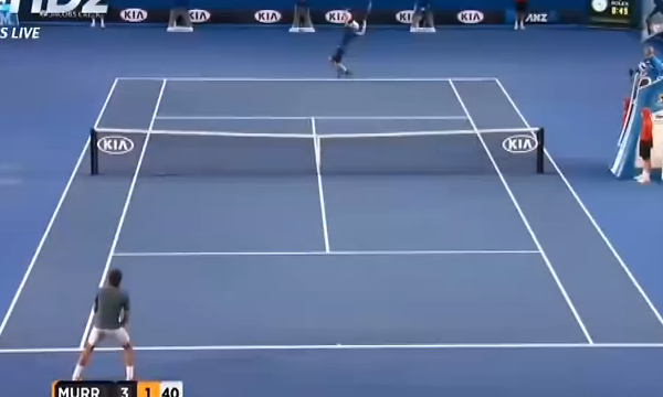 Federer waiting to return Murray's serve on the ad court