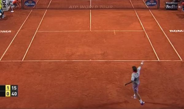 Wawrinka returning Federer's second serve